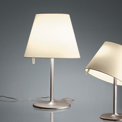 Lampade da tavolo fabbrica lampadari la luce for Artemide lampade roma